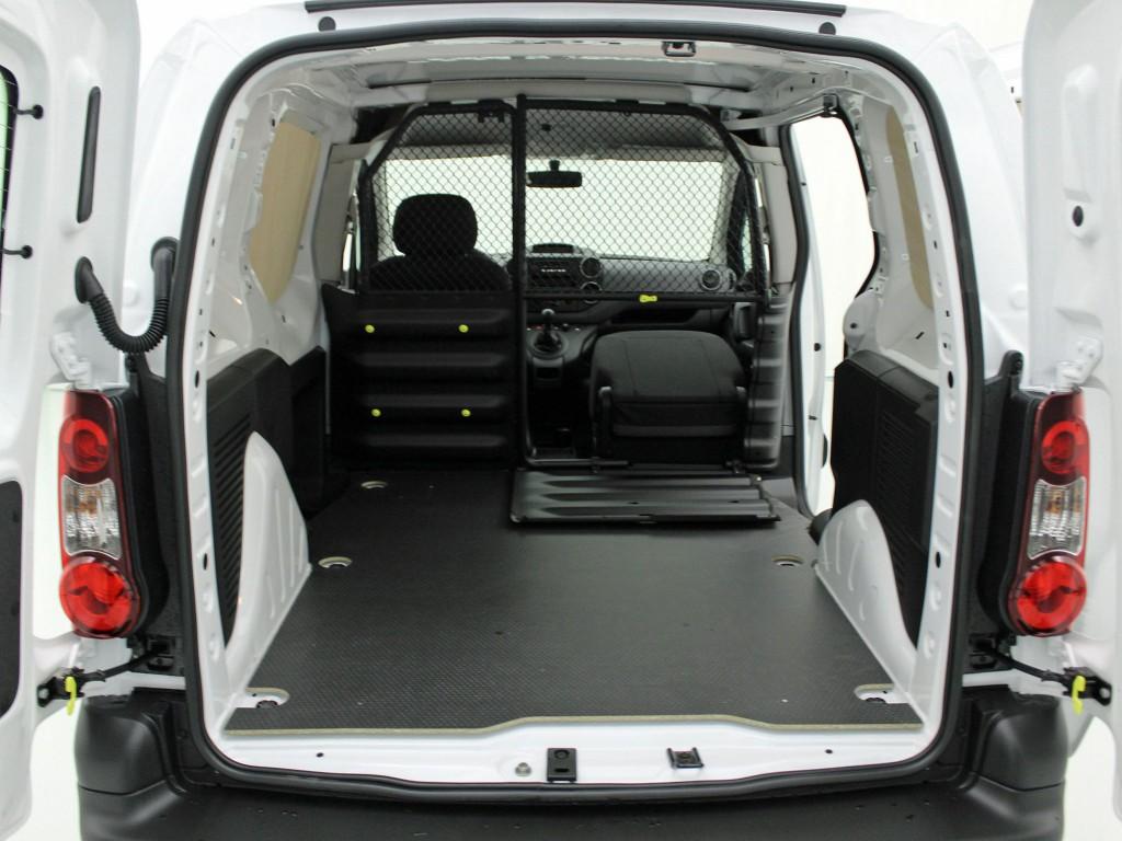 rutschfester holz laderaumboden citro n berlingo auto. Black Bedroom Furniture Sets. Home Design Ideas